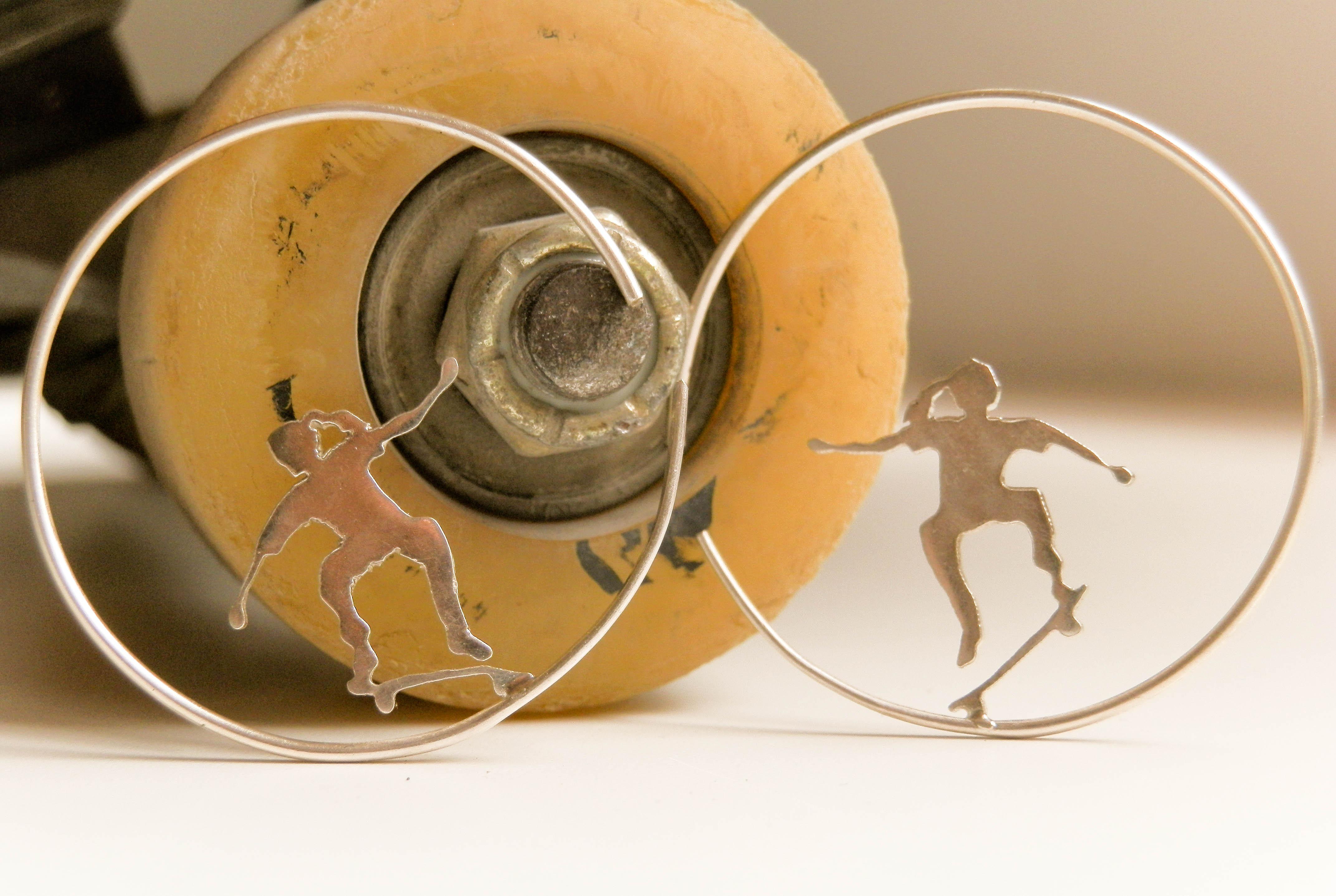 Modelo skate de la joyera Miriam Penyas. SURGERE MAGAZINE