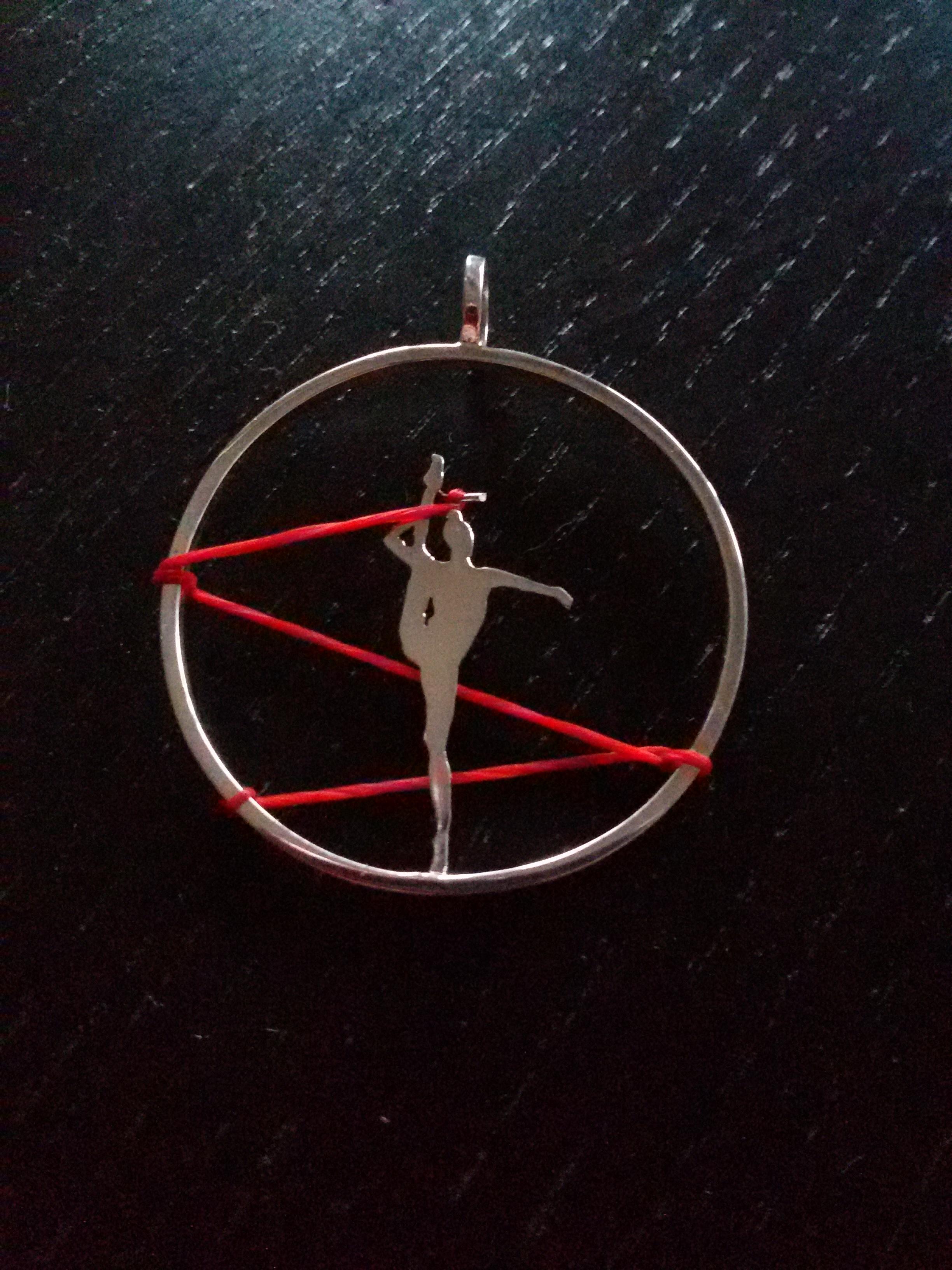Obra de Míriam Penyas inspirada en una gimnasta. SURGERE MAGAZINE